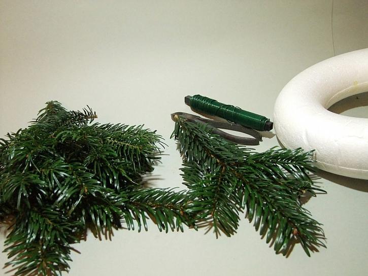 Výroba adventního věnce z chvojí