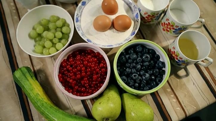 Ovocná buchta s kefírem a cuketou