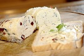 Domácí bylinkové máslíčko aneb Jak připravit jedinečnou dobrotu své chuti na míru