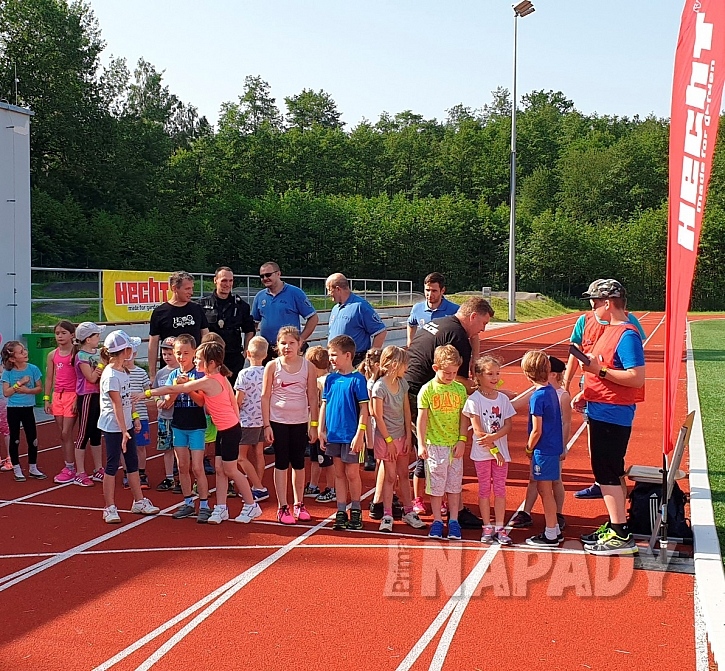 Děti před začátkem závodu