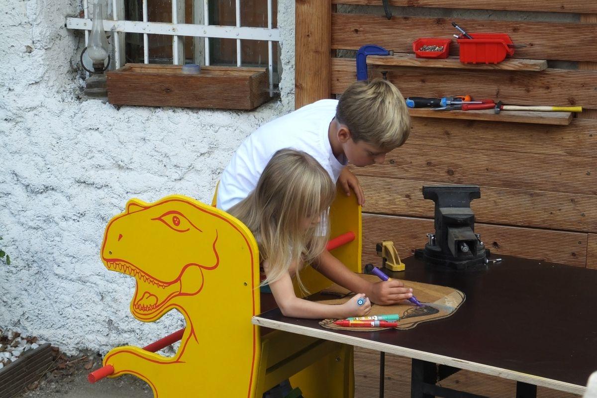 Vyrobte si učící věž ve tvaru dinosaura