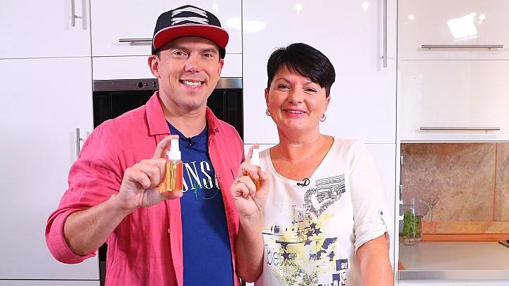 KosmetičkaVlasta Libotovská prozradila Láďovi Hruškovi návod na domácí vanilkový parfém