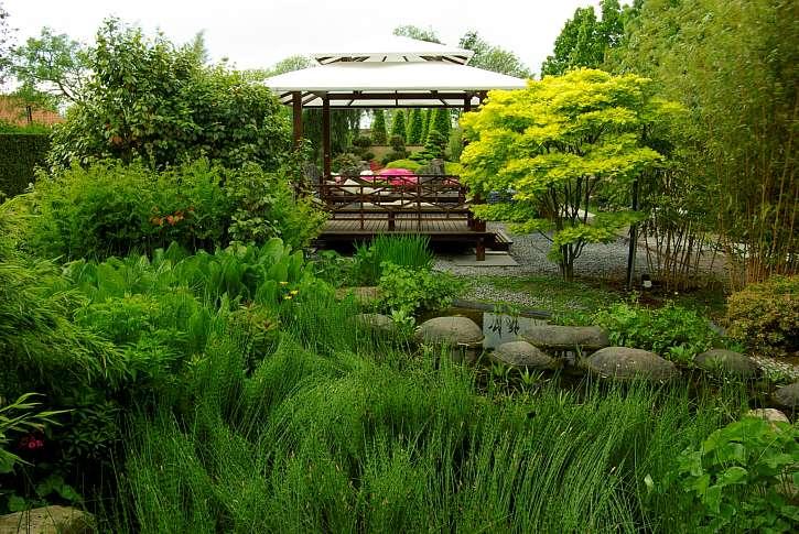 Zahradní altán v orientálním stylu