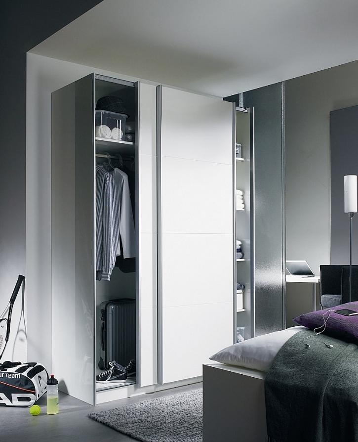 Systém pro posuvné dveře TopLine M dává výrobcům nábytku možnost záměny otvíravých dveří za posuvné.