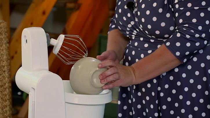 Nalití bílek do mixéru
