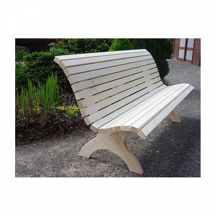 Na poctivé dřevěné lavičce je radost sedět