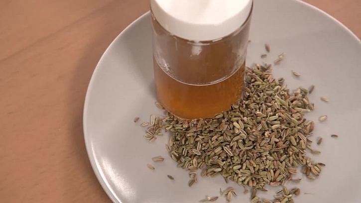 Skvělý recept na domácí pleťovou vodu s medem a fenyklem