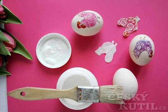 Veselá slepičárna – zdobení velikonočních vajíček ubrousky (dekupáž)