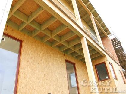 Dřevěný dům budiž pochválen