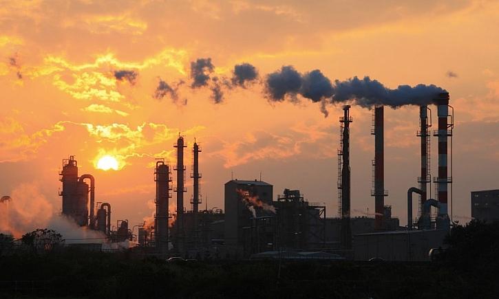 Největším zdrojem látek znečišťujících ovzduší je spalování na všech úrovních