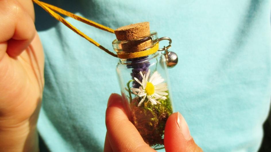 Jak si uchovat neopakovatelnou vůni prázdnin: Malá lahvička plná velkých vzpomínek
