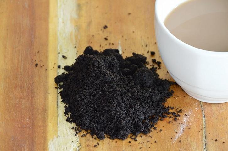 Z domácích zásob je možné k čištění použít třeba kávu