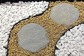 I přírodní kámen v zahradě můžete vyčistit, když víte jak na to
