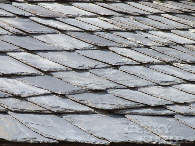 Střechy a střešní krytiny – 4. díl: krytiny ze štípané břidlice