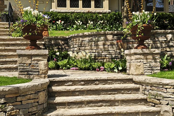 Kameny v zahradě mají okrasnou i praktickou funkci (Zdroj: Depositphotos)