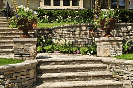 Kameny v zahradě mají okrasnou i praktickou funkci