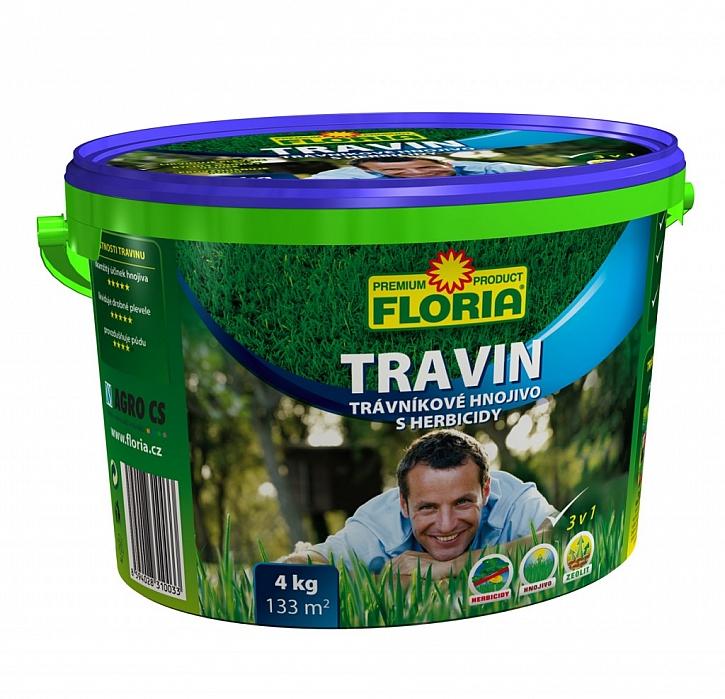Travin posiluje trávu a likviduje plevel