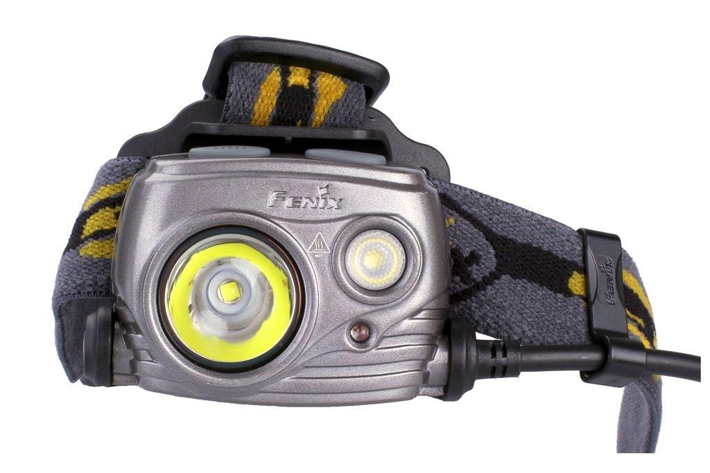 Nabíjecí čelovka Fenix HP25R vyniká dvoureflektorovou konstrukcí a univerzálností