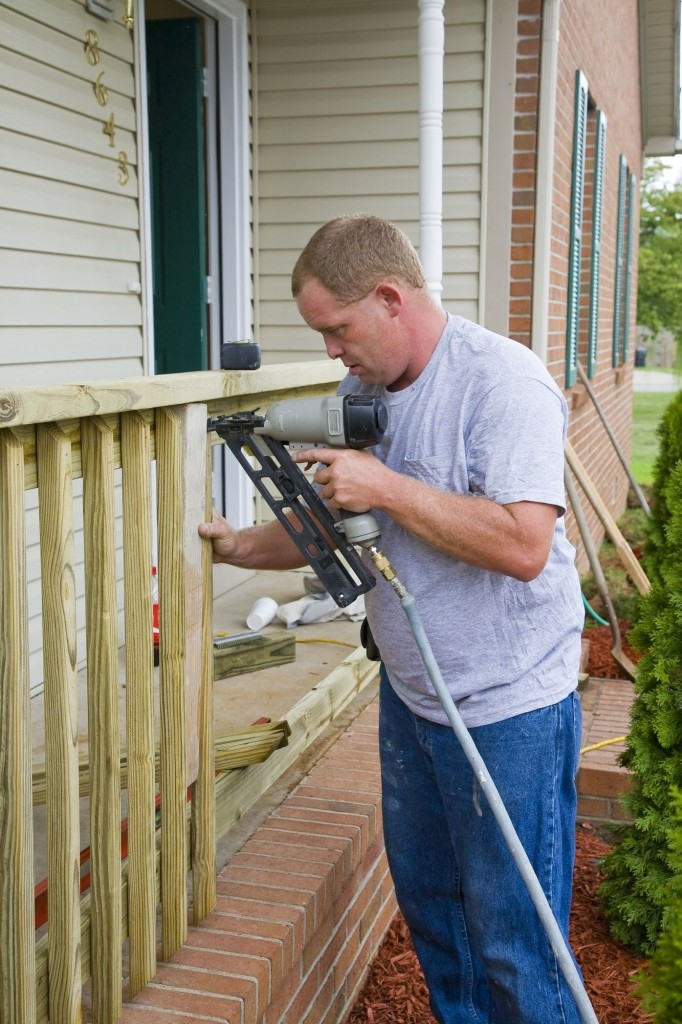 Výměna dřevěných částí je nutná v případě velkého poškození dřeva