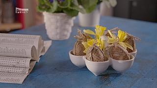 Velikonoční vejce zdobená novinami ve vintage stylu