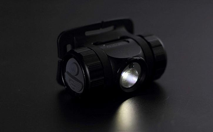 Čelovka Fenix HL35 - výkonný světelný dříč