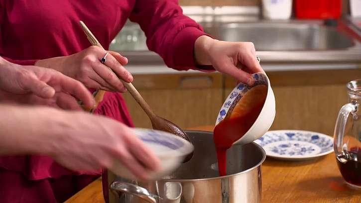 Přidání kečupu