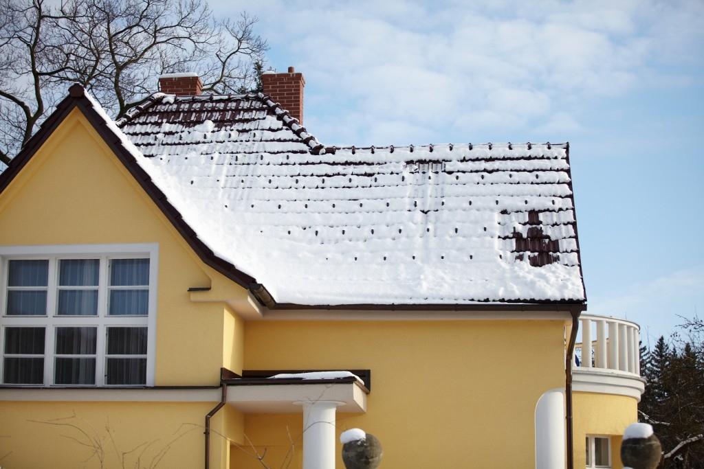 Střecha nejvíce trpí v zimě, jak ji připravit?