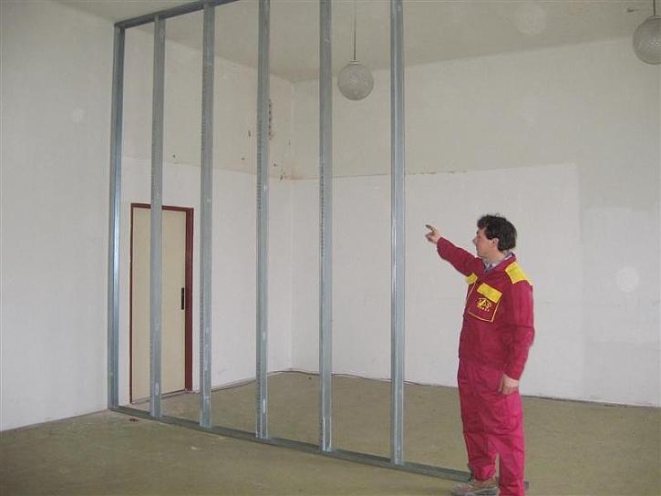 Montáž stavebního pouzdra do SDK příčky krok za krokem