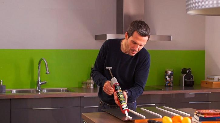 Postup lepení obkladu za kuchyňskou linkou