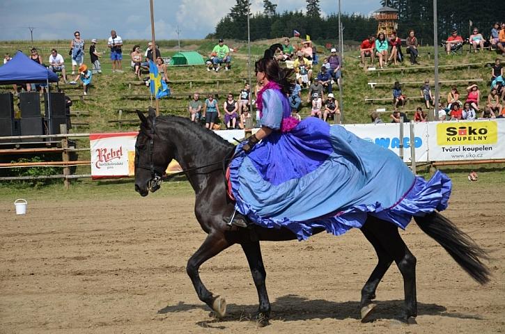 Velký průvod koní, strhující westernové závody na Šiklově mlýně