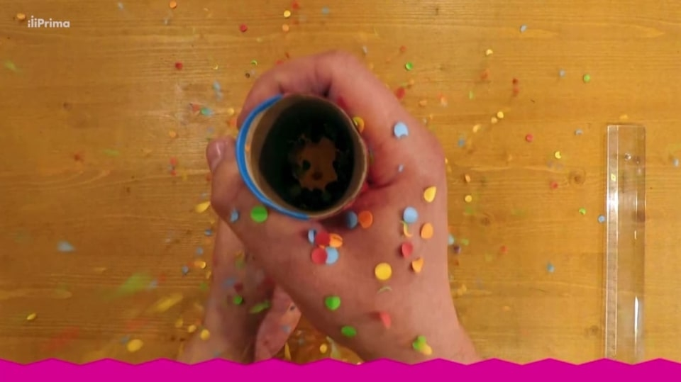 Konfetovač z papírové ruličky: Jak připravit oslavu narozenin ve velkém stylu