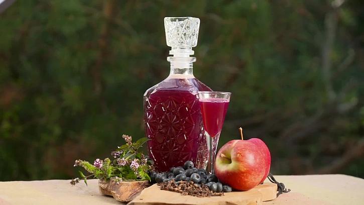 Domácí likér s bylinkami