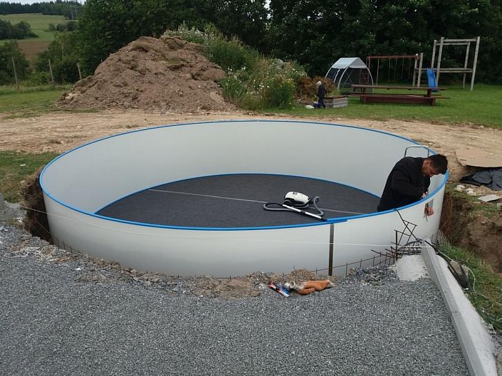 Všestranné využití polyuretanu - izolace bazénu
