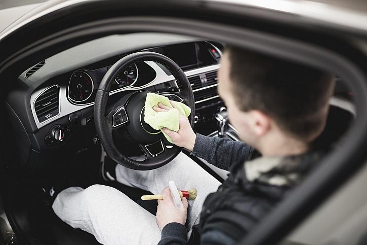 Jak si zkrátit čas v automyčce? Rychlý úklid interiéru auta za 10 minut (Zdroj: Depositphotos)