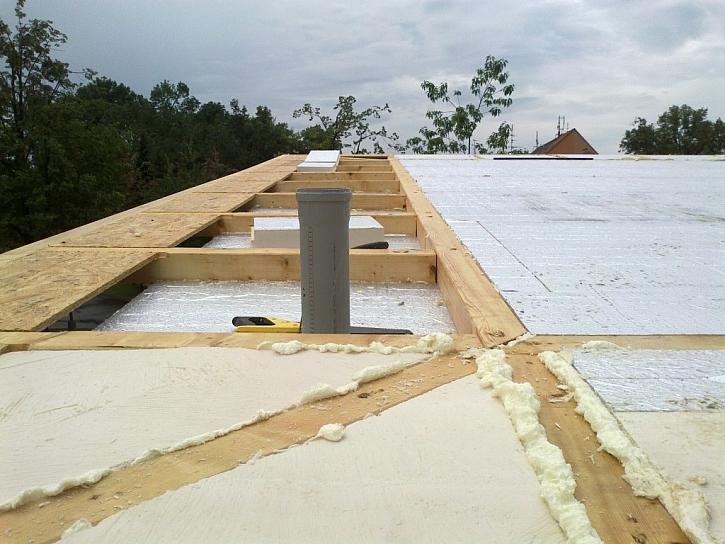 Tepelnou izolaci střechy zajišťují desky z PIR pěny