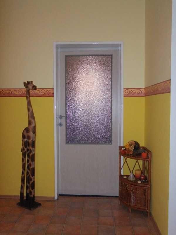 Zárubně barevně sladěné s dveřmi