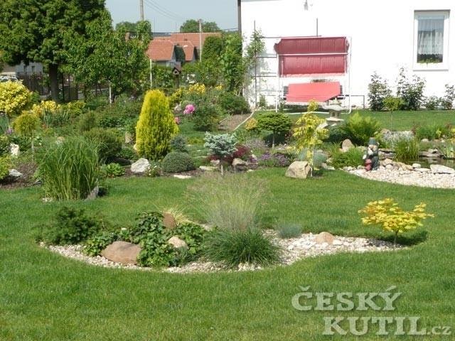 Vyžínače a křovinořezy na trávník i louku