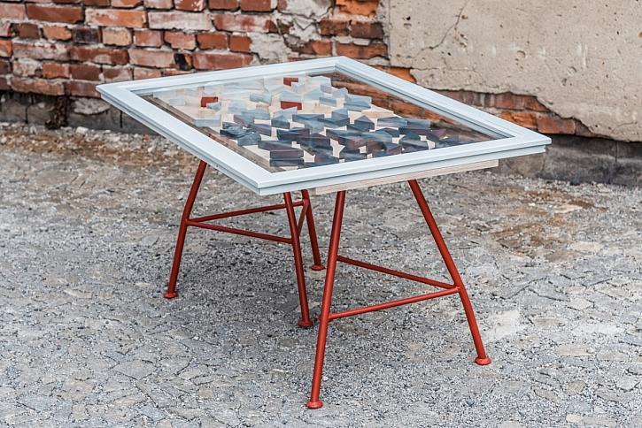 Recy věci stolek