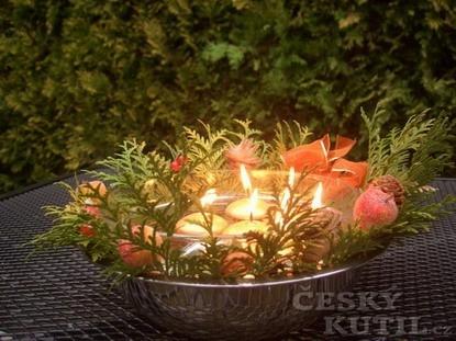 Adventní věnec s plovoucími svíčkami