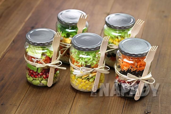 Do vlastních zavařených zeleninových salátů můžete dát jen ty druhy, které máte rádi (Zdroj: depositphotos.com)