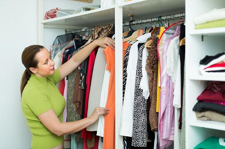 Neskladujte oblečení, které nenosíte, nebo je poškozené