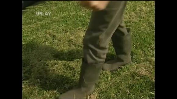 Péče o trávu na louce