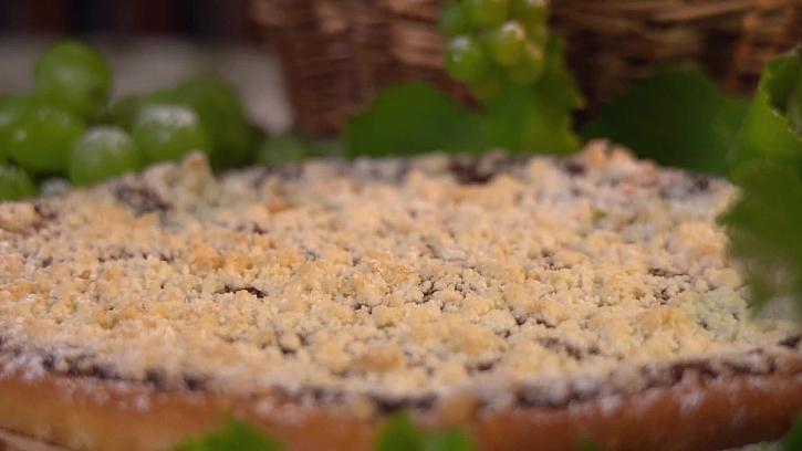 Naučte se připravit tradiční tvarohovo povidlový koláč (Zdroj: Recept na tradiční koláč pecák s tvarohem a povidly)