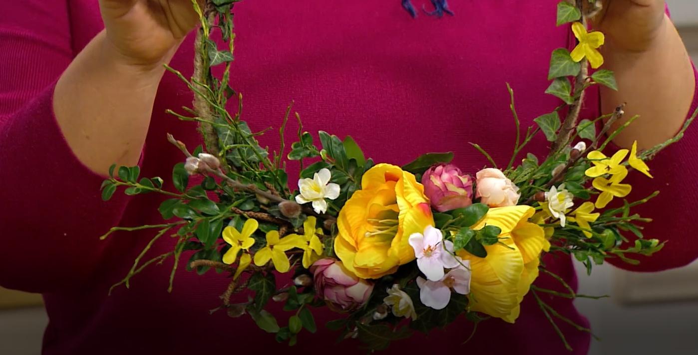 Jarní květinové věnce a závěsné dekorace