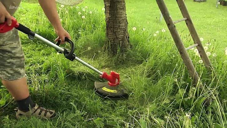Sekání trávníku vyžínačem