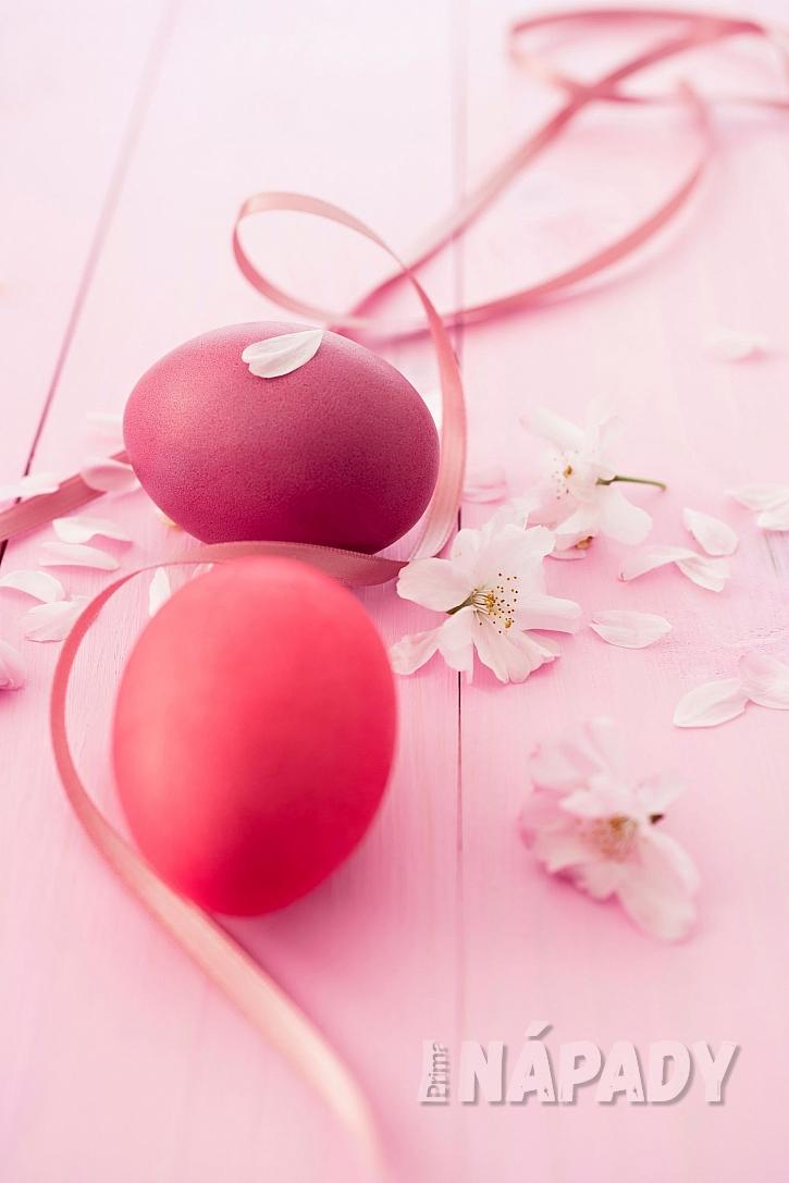 Barvení vajíček červenou řepou