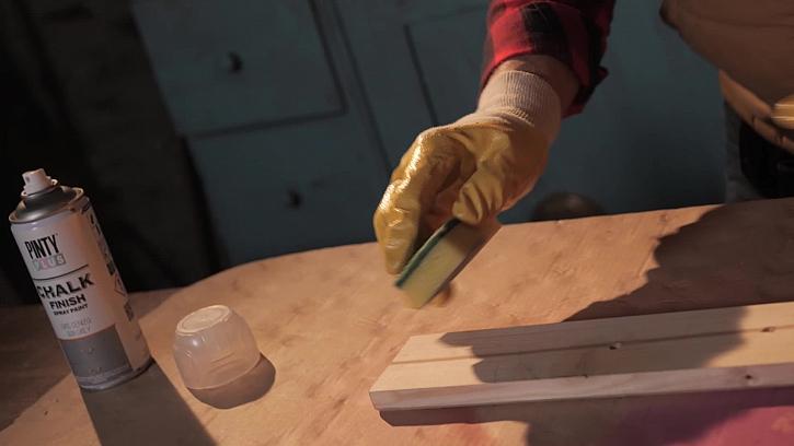 Nanesení barvy houbičkou