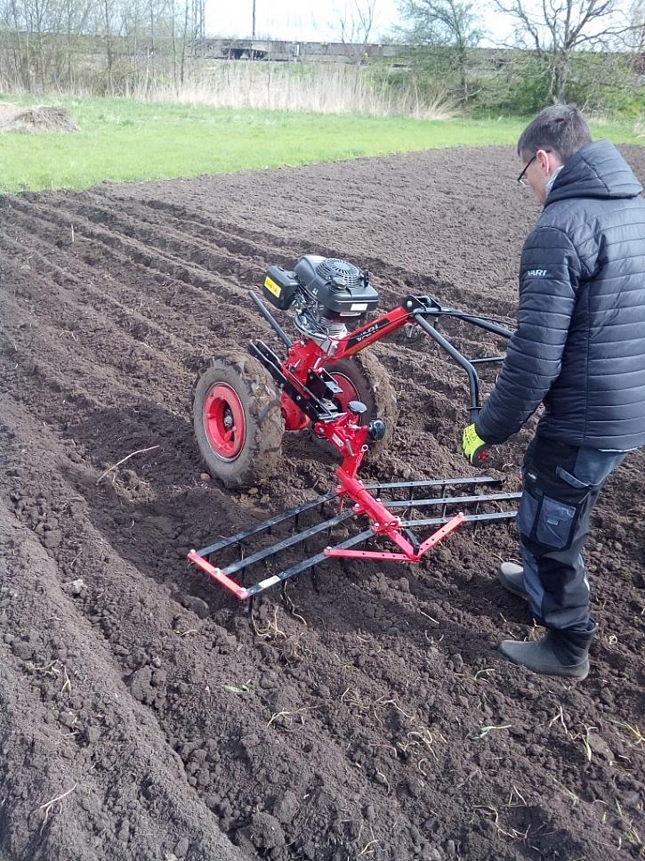 Příprava půdy pasivním nářadím – brány