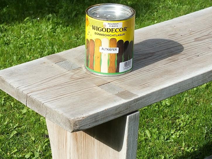 Zahradní lavice s novou lazurou