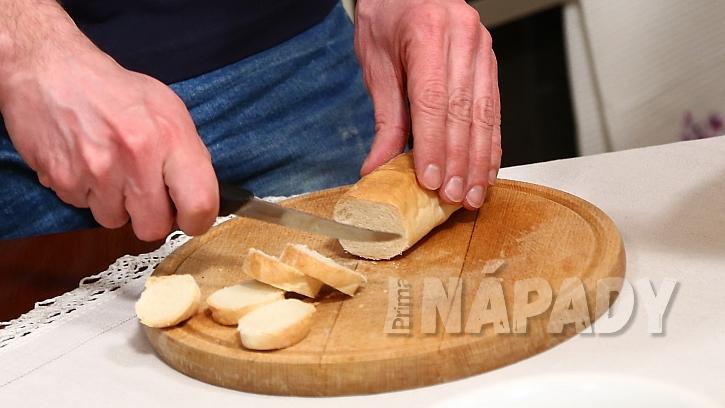 Recept na zadělávané knedlíčky s knedlíčky: nakrájíme rohlíky na knedlíčky